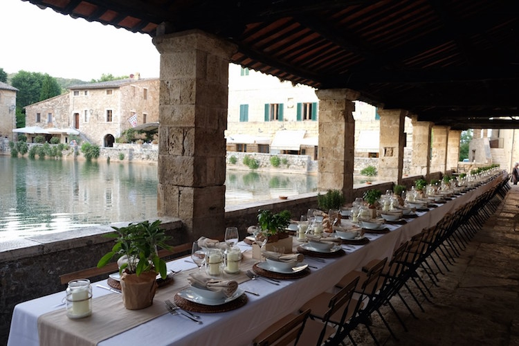 Private dinner in front of Bagno Vignoni ancient pool